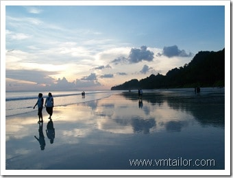 natural mirror by Vivek Tailor